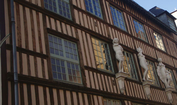 Timbered-buildings-in-Rouen