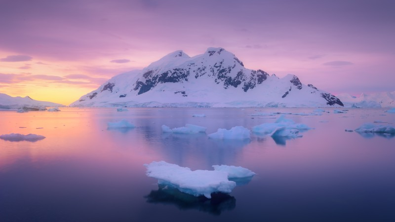 Antarctica_Coastal_Ice_Sunset-Viking-romantic-cruises