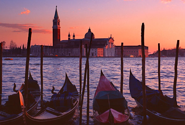 Venice-River-cruise-with-Uniworld-iStock_000001125312Large