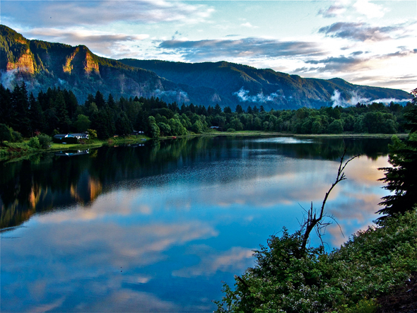 Columbia-Gorge-and-River