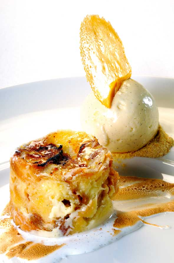 white_chocolate_and_whisky_croissant_pudding_with_honecombe_foam_and_whisky_ice_cream_photo