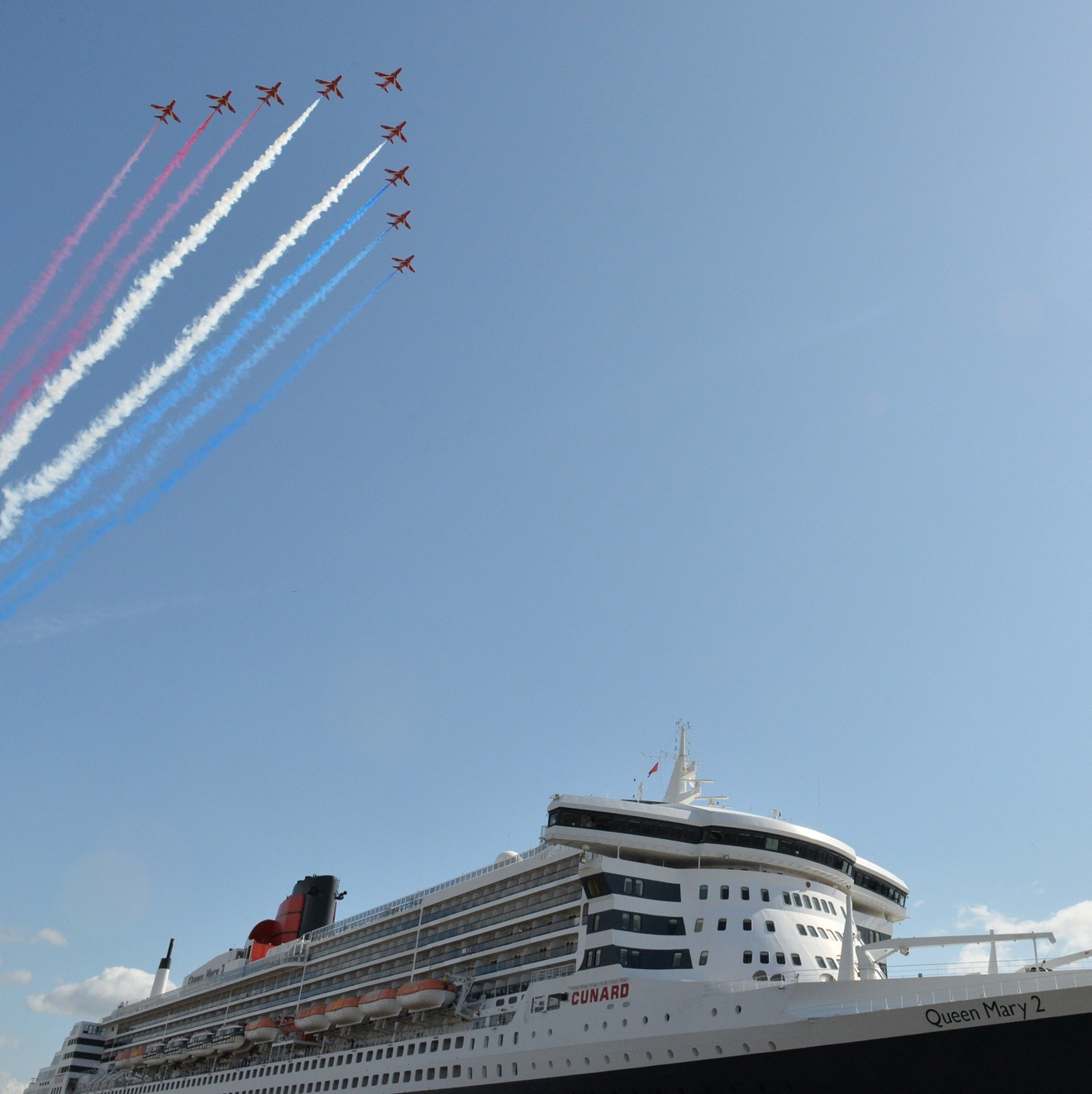 The Red Arrows glide over Cunard's Queen Mary 2