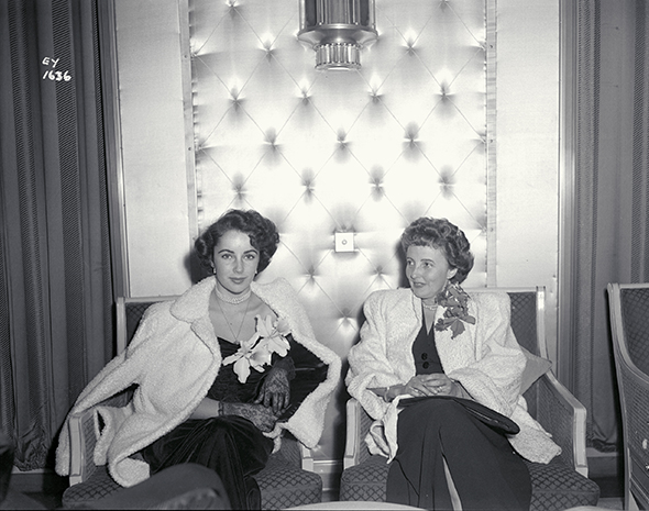 Elizabeth Taylor with her mother