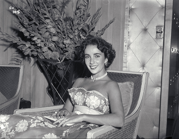 Liz Taylor in evening dress 10705