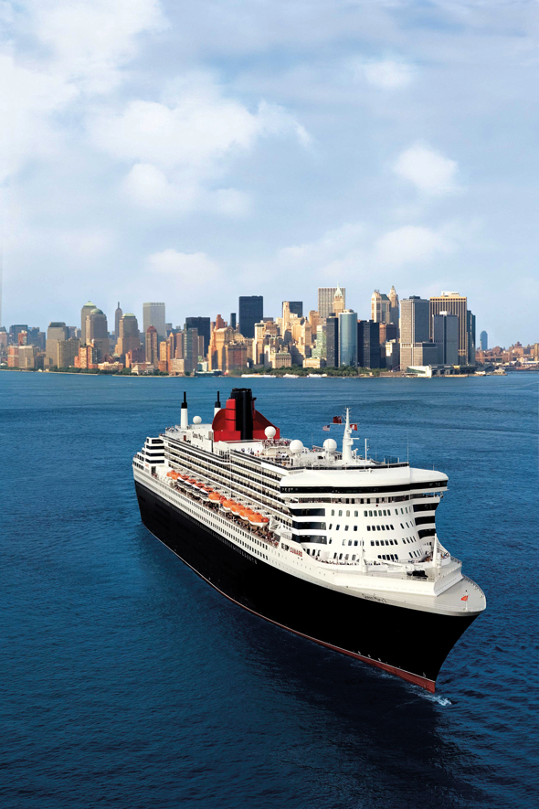 Queen Mary 2 leaving New York