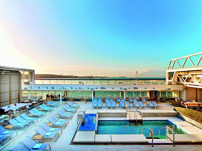 The deck top pool on Viking Star