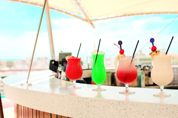 The Deck Bar, TUI Discovery 2 © Thomson Cruises