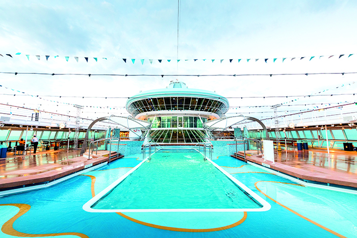 The Pool Deck, TUI Discovery 2 © Thomson Cruises