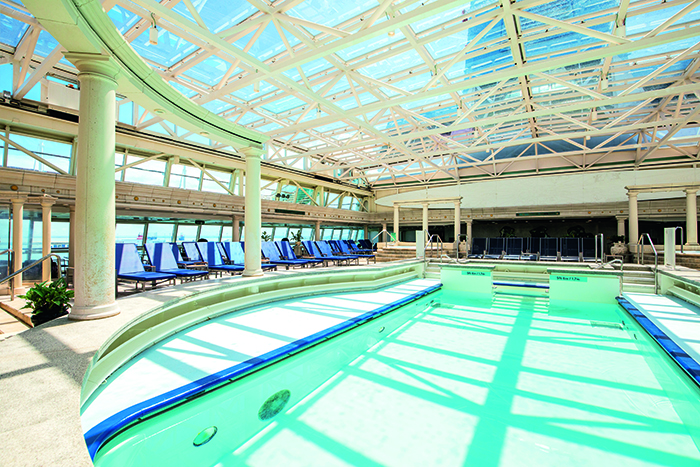 The Indoor Pool, TUI Discovery 2 © Thomson Cruises