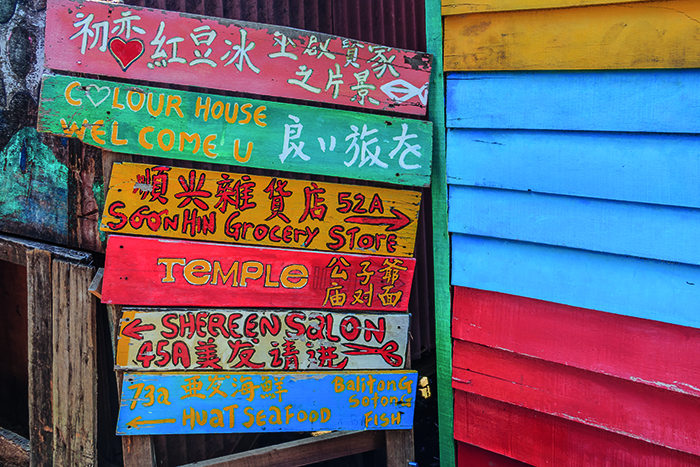 Colourful signs at Chew Jetty © Shutterstock