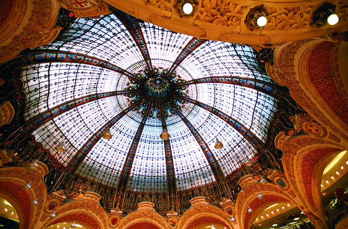 The ceiling inside Galeries Lafayette