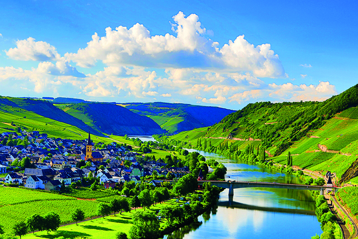 Valley of the Mosel River, Germany © iStock