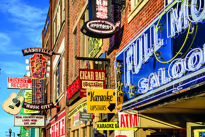 Honky Tonk bars in Tennessee © iStock