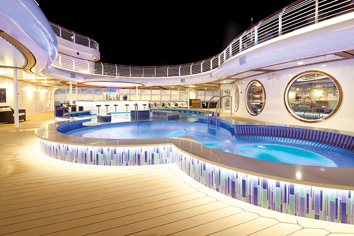 The Quiet Cove pool on board © Disney Cruise Line