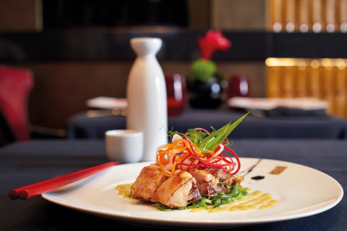 Barbecue Baby Back Rib Salad, served at the Red Ginger restaurant on board Riviera © Oceania Cruises