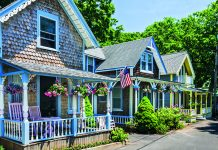 Wooden houses in Martha's Vineyard, Massachusetts © iStock