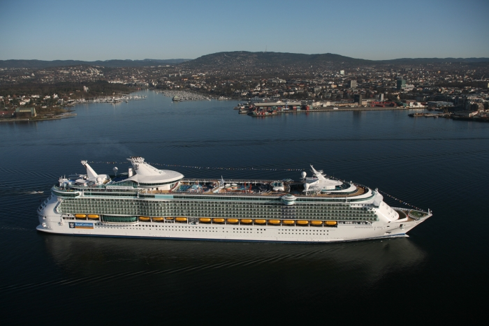 Independence of the Seas underway