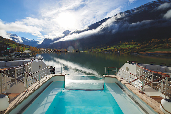 Pool with a panoramic aspect on board Le Champlain