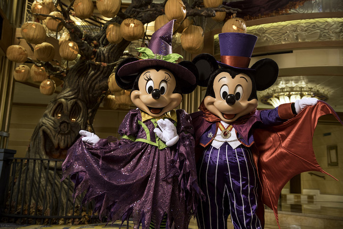 Mickey and Minnie Mouse on Disney cruises 2020