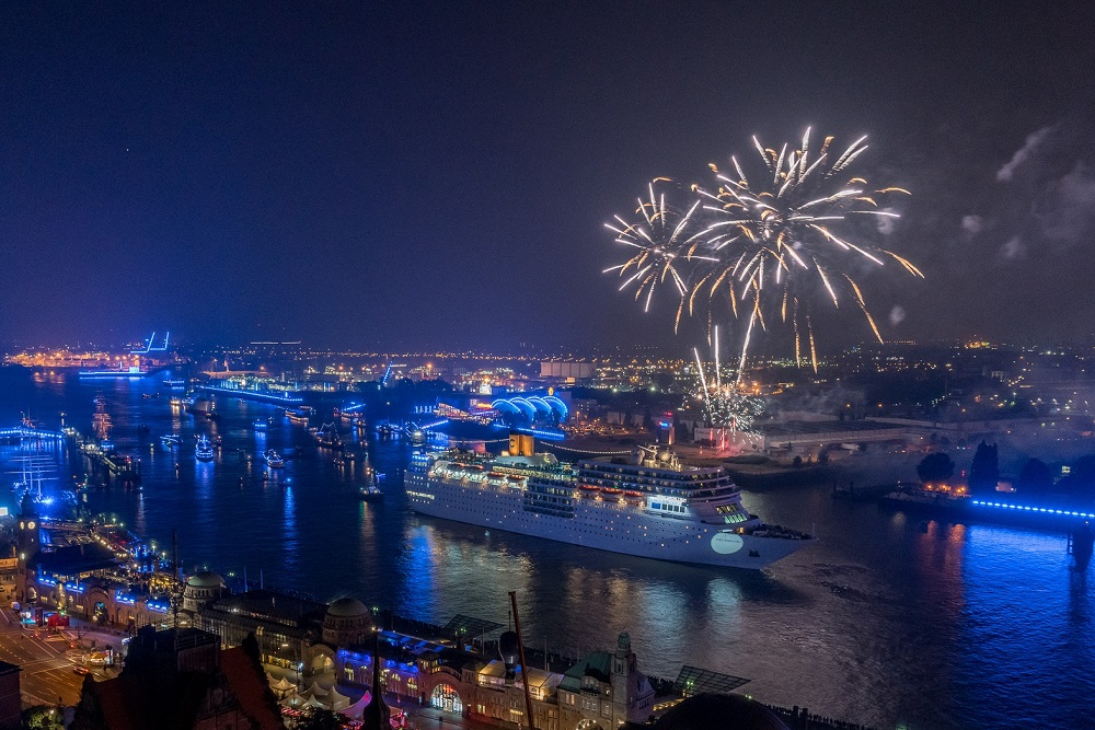 https://www.cruise-international.com/wp-content/uploads/2019/07/Hamburg-Cruise-Days-2019-fireworks