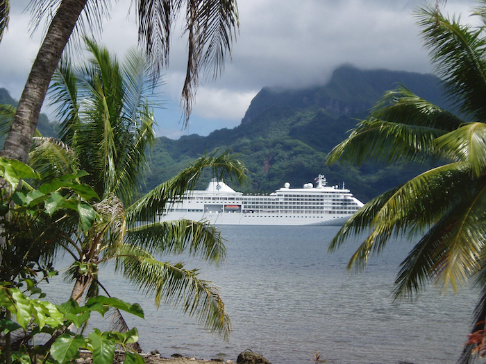 best-adventure-cruises-silversea-ship-in-french-polynesia